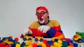 【なにをつくっているでしょうか?】トラックのおもちゃとレゴブロックで遊ぼう!